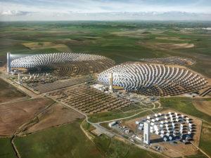 Foto af solcellekraftværk, Sevilla, Spanien, 2013, foto taget af Edward Burtynsky