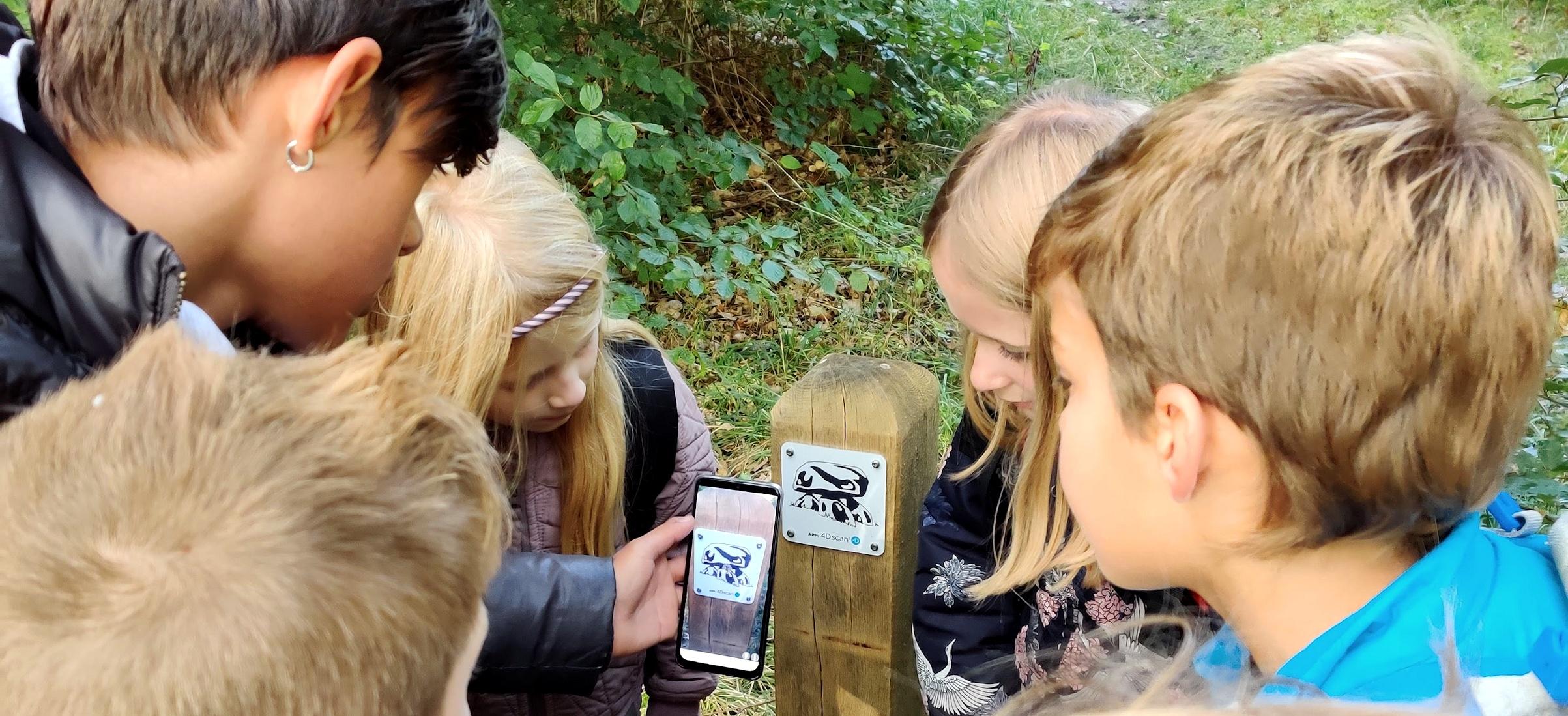 Jæger/samler med smartteknologi – om naturoplevelser, læring og moderne teknologi